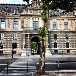 Museum de Louvre port des ecoles.